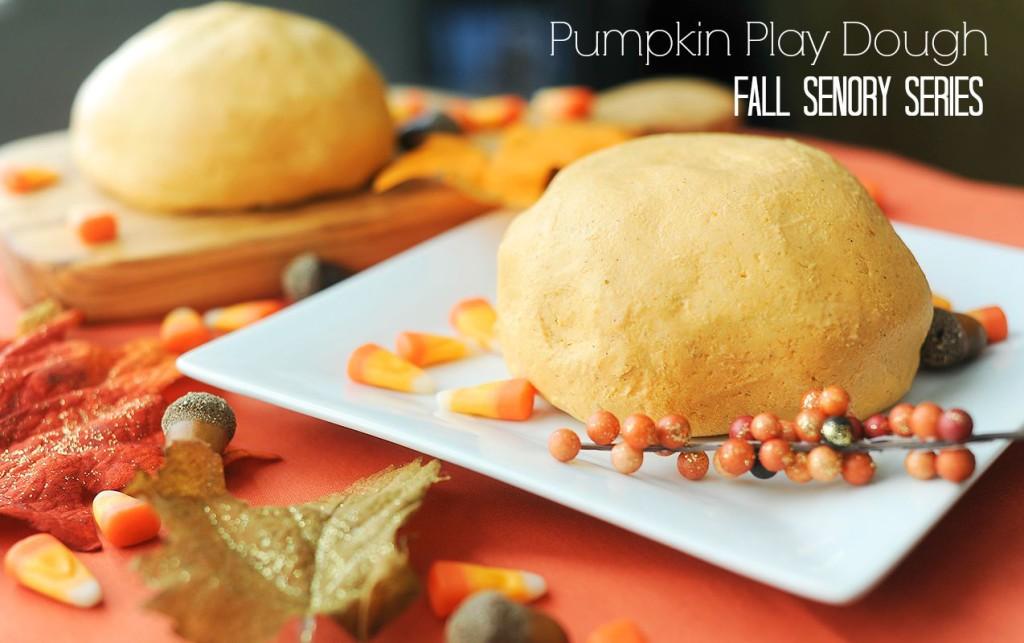 Easy Where's Waldo Pumpkin Spice Play Dough Sensory Activities | ilslearningcorner.com #pumpkin #playdough #kidsactivities