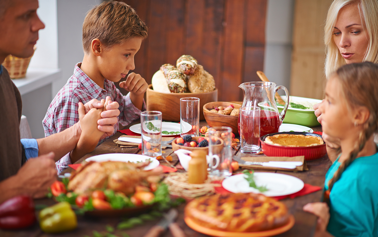 Thanksgiving Day Game Plan to Combat Sensory Overload | ilslearningcorner.com