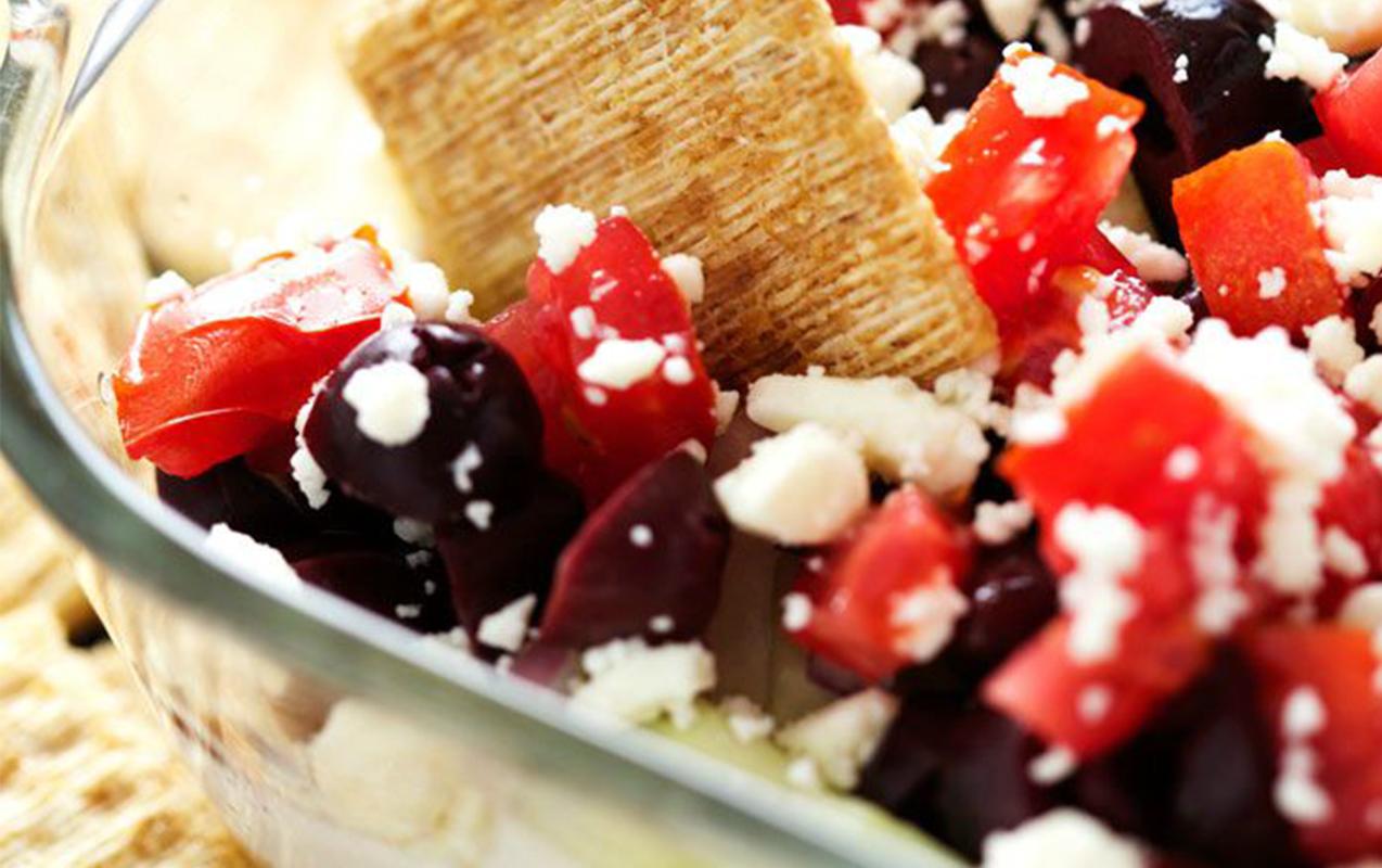 Amazing Nutritious Greek Dip: After School Snacks For Brighter Minds | Ilslearningcorner.com #kidssnacks #schoolsnacks